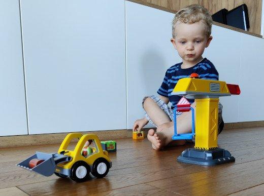 Zabawki, które wspierają rozwój motoryczny dzieci w wieku 2 oraz 2,5 latek